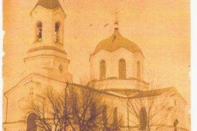 v-zaporozhskom-sele-vosstanavlivayut-starinnyj-zabor-19-ogo-veka.jpg