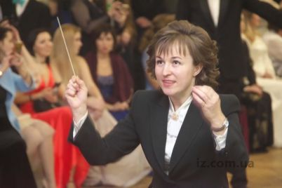 v-zaporozhskom-simfonicheskom-orkestre-vpervye-rabotaet-zhenshhina-dirizher.jpg