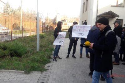 v-zaporozhskom-sude-budut-izbirat-meru-presecheniya-opasnym-prestupnikam-nachalo-sudebnogo-zasedaniya-zaderzhivaetsya-foto.jpg