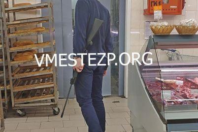 v-zaporozhskom-supermarkete-ohrannik-strelyal-po-vorobyam.jpg