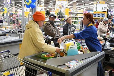 v-zaporozhskom-supermarkete-pokupatel-napal-na-prodavcza-iz-za-pachki-sigaret-video.jpg