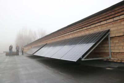 v-zaporozhskom-tehnikume-ustanovili-solnechnye-paneli.jpg