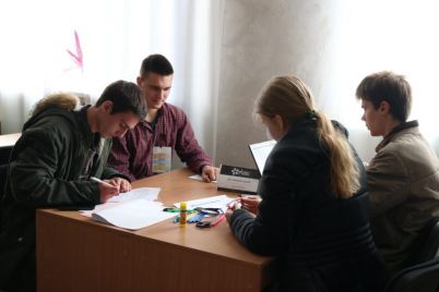 v-zaporozhskom-vuze-studenty-sobirayut-torgovye-avtomaty-foto.jpg