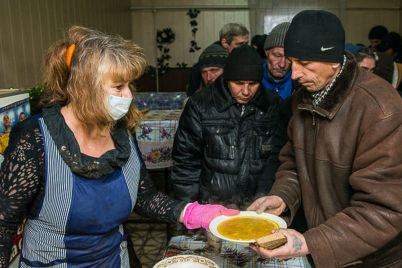 v-zaporozhskoy-oblasti-prodolzhayut-rabotu-punktyi-goryachego-pitaniya-dlya-bezdomnyih.jpg