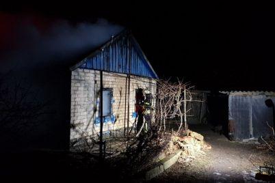 v-zaporozhskoy-oblasti-sgorel-chastnyiy-dom-pogib-vladelets-foto.jpg