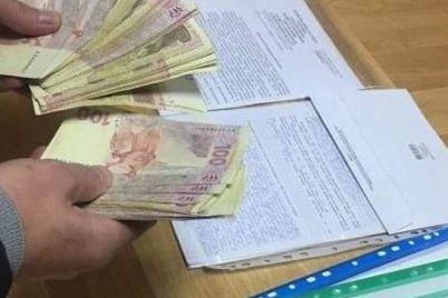 v-zaporozhskoy-oblasti-vladelets-nelegalnoy-avtozapravki-pyitalsya-podkupit-politseyskogo-foto-1.jpg