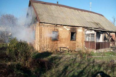v-zaporzhskoj-oblasti-vo-vremya-pozhara-v-dome-postradala-24-letnyaya-devushka-foto.jpg