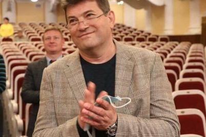 velikolepnaya-shesterka-kto-pomogaet-i-razdaet-sovety-zaporozhskomu-meru.jpg