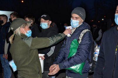 vesennij-prizyv-prodolzhaetsya-v-voinskuyu-chast-v-zaporozhe-pribyli-budushhie-soldaty.jpg