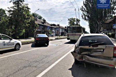 vidvoliksya-na-gadzhet-u-zaporizhzhi-vodij-toyota-vrizavsya-u-chevrolet-foto.jpg