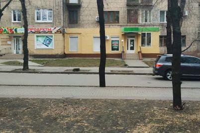 vijshlo-yak-zavzhdi-u-zaporizhzhi-shhe-raz-zafarbuvali-fasad-istorichnod197-budivli.jpg