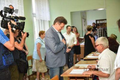 vladimir-buryak-progolosoval-za-budushhee-zaporozhya.jpg