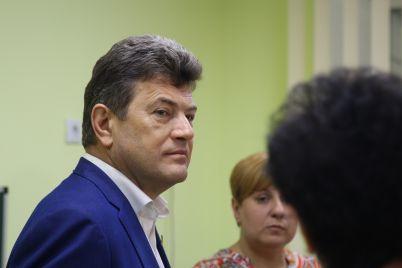 vladimir-buryak-v-zaporozhskih-czentrah-reabilitaczii-povysyat-zarplaty.jpg