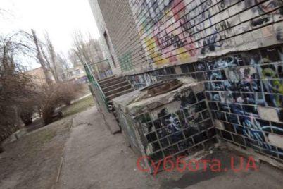 vo-dvore-odnoj-iz-shkol-zaporozhya-obnaruzhili-zhutkuyu-nahodku.jpg