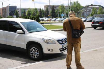 vo-vremya-karantina-v-zaporozhe-za-narushenie-parkovki-shtrafovali-dazhe-sudej-i-chinovnikov.jpg