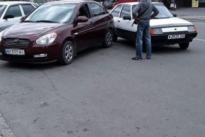 voditel-ubegal-ot-zaporozhskih-inspektorov-po-parkovke-i-popal-v-dtp-foto.jpg