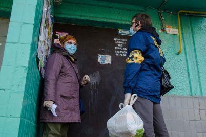 volontery-dostavili-odinokim-zaporozhczam-produktovye-nabory-fotofakt.jpg