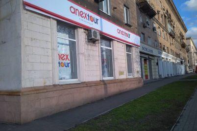 voni-prodovzhuyut-vlasniki-nezhitlovogo-primishhennya-v-istorichnij-budivli-zaporizhzhya-znovu-spaplyuzhili-fasad.jpg