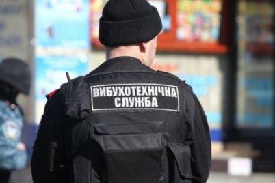 vot-tak-nahodka-v-parke-na-peskah-uborshhicza-obnaruzhila-granatu-video.jpg