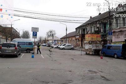 vozle-czentralnogo-rynka-zaporozhya-voditeli-narushayut-pravila-parkovki.jpg