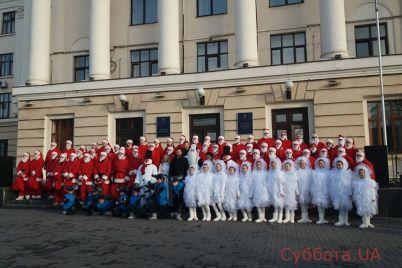 vozle-zaporozhskoj-merii-tanczeval-santa-klaus-video.jpg