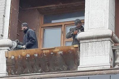 vse-radi-balkona-v-gorode-snova-isportili-fasad-pamyatnika-arhitektury-video.jpg