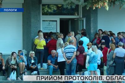 yak-na-okruzhnih-komisiyah-u-zaporizkij-oblasti-prijmali-protokoli-ta-byuleteni.png