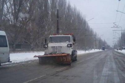 yak-u-zaporizhzhi-borotimutsya-z-nalipannyam-snigu-ta-ozhelediczeyu.jpg