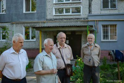 yak-zhiteli-zaporizhzhya-oblashtovuyut-svod197-pribudinkovi-teritorid197-foto.jpg