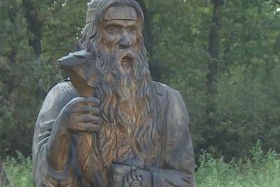 yak-zvichajni-parkovi-skulpturi-peretvorilisya-na-turistichni-obd194kti-na-horticzi.jpg