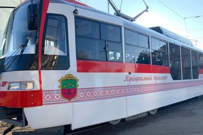 yuvilejnij-na-marshrut-vijshov-tramvaj-zaporizkogo-virobnicztva.jpg