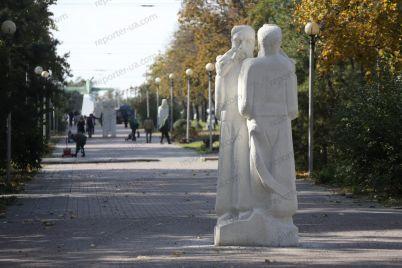 z-bulvaru-shevchenka-pribrali-skulpturi-yaki-vstanovili-za-merstva-sina.jpg
