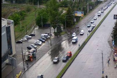 za-den-v-zaporozhe-proizoshlo-neskolko-dtp-na-mokryh-dorogah-video.jpg