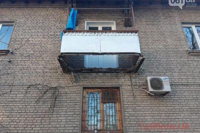 za-polgoda-ne-smogli-pochinit-v-czentre-zaporozhya-v-odnoj-iz-mnogoetazhek-obrushilsya-balkon-foto.jpg