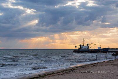 zakat-na-morskom-poberezhe-v-zaporozhskoj-oblasti-krasochnye-snimki-foto.jpg