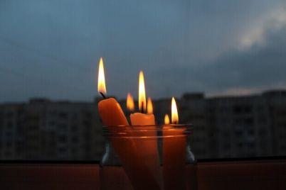 zapasaemsya-svechami-u-kogo-zavtra-v-zaporozhe-otklyuchat-elektrichestvo.jpg