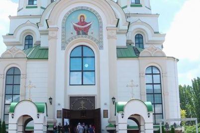 zaporizhczi-proveli-v-ostannyu-put-divchinu-shho-pomerla-cherez-opiki-video.jpg