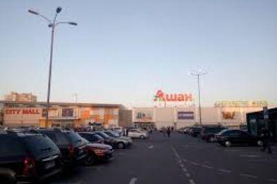 zaporizhcziv-poperedzhayut-pro-zakrittya-velikogo-gipermarketu.jpg
