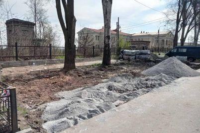 zaporizka-inspekcziya-z-blagoustriyu-sklala-protokol-na-pidprid194mczya-za-oblashtuvannya-trotuaru.jpg