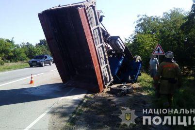 zaporizka-oblast-stalasya-dtp-za-uchastyu-troh-avtomobiliv.jpg