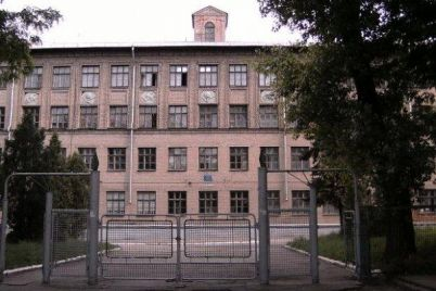 zaporizka-shkola-otrimala-osoblivi-podarunki-do-dnya-vchitelya.jpg