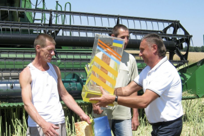 zaporizki-agrarid197-zibrali-ta-namolotili-pershij-miljon-ton-zerna.png
