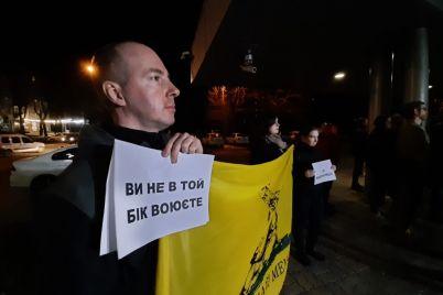 zaporizki-aktivisti-naczkorpusu-pid-budivleyu-policzid197-proveli-akcziyu-protestu.jpg