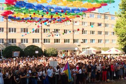 zaporizki-universiteti-sogodni-vidkrili-svod197-dveri-pershokursnikam.jpg