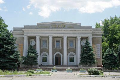 zaporizkij-oblasnij-teatr-yunogo-glyadacha-vidznachad194-41-j-den-narodzhennya.jpg