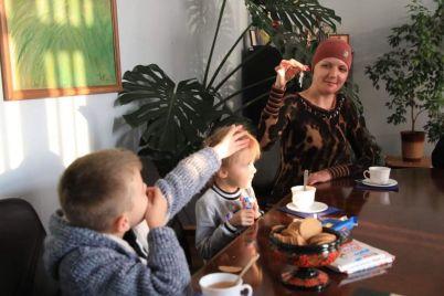 zaporozhanke-kotoruyu-sozhitel-oblil-kipyatkom-vo-vremya-sna-vruchili-klyuchi-ot-komnaty-v-obshhezhitii.jpg