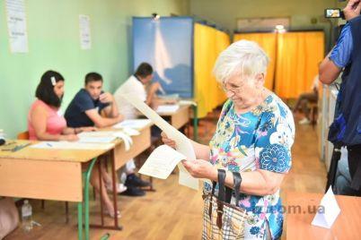 zaporozhczy-golosuyut-aktivno-i-s-veroj-v-luchshee-foto.jpg