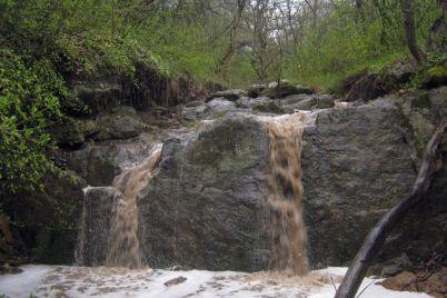 zaporozhczy-mogut-polyubovatsya-moshhnym-vodopadom-foto.jpg