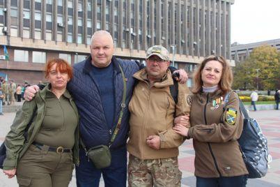 zaporozhczy-proshli-kolonnoj-po-prospektu-v-chest-dnya-zashhitnika-ukrainy-fotoreportazh.jpg