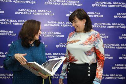 zaporozhe-posetila-predstavitelnicza-oon-obsuzhdali-problemu-dorog-i-novye-kredity-1.jpg